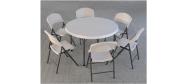 Klapbord Ø118 cm. med klapstole fra Lifetime. Dette klapbord har plads til 6 stole.